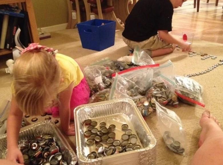 Пет години, собирале капачиња за да ја разубават кујната на посебен начин