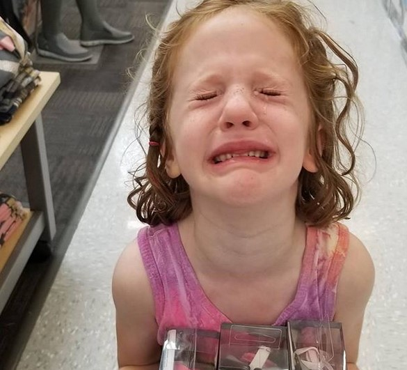 Главни виновници за нападите на бесот кај децата се родителите, а овие фотографии се доказ