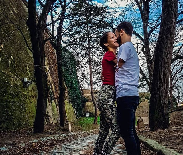 """Најубавата љубовна приказна на Балканот: """"Не ни се потребни раце за да се прегрнуваме. Ние се прегрнуваме со срцето"""""""