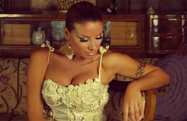 Вљубени до уши: Гавазова со сопругот Јасмин не можат да си одолеат еден oд друг! (ФОТО)