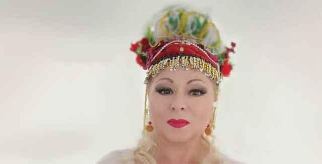 Сузана Спасовска беше највеселата баба на свадбата на својата ќерка – погледнете како изгледаа невестата и зетот (видео)