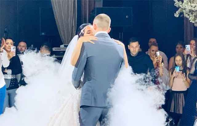Сестрата на Цеца на свадбата на Вељко изгледаше неодоливо