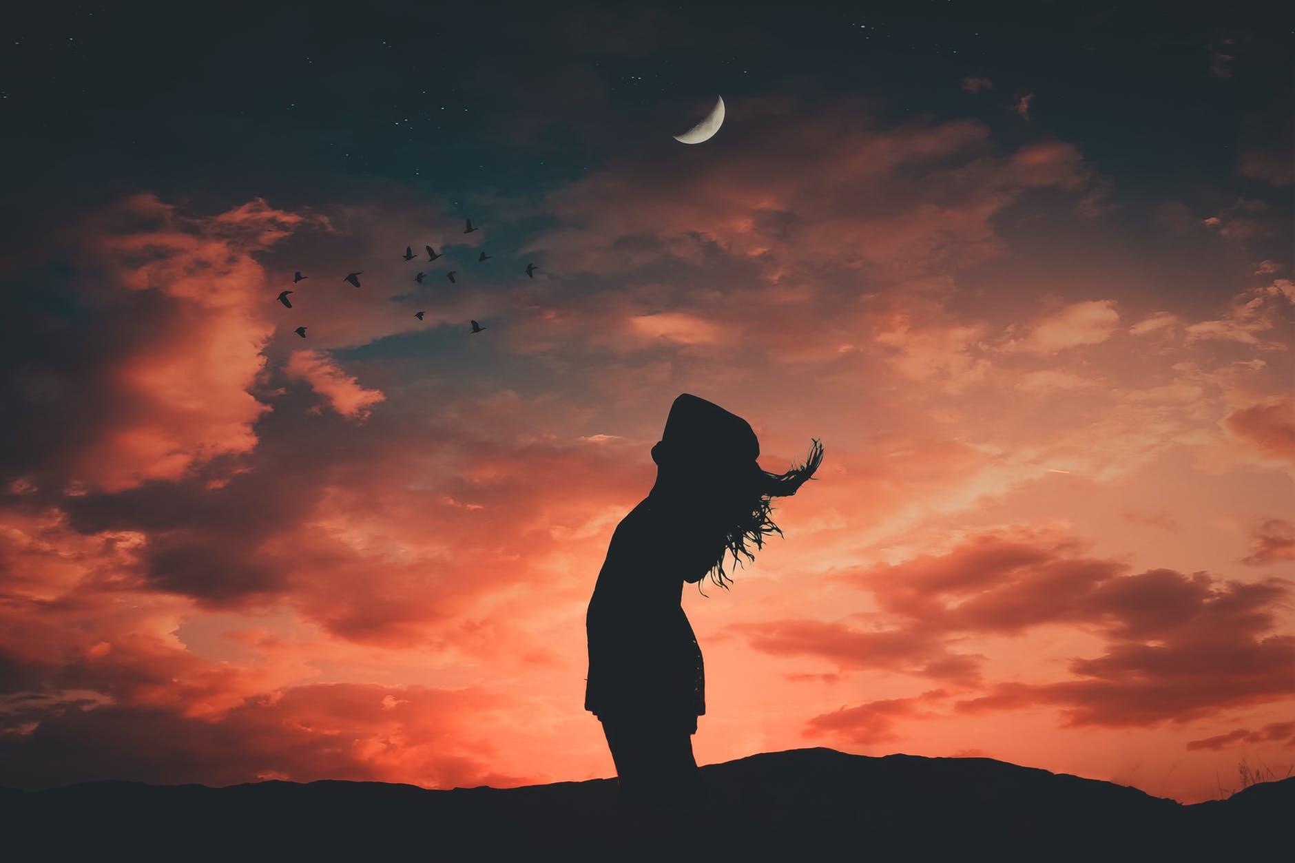 Месечината на 12 декември на 3 хороскопски знаци целосно ќе им го промени животот!