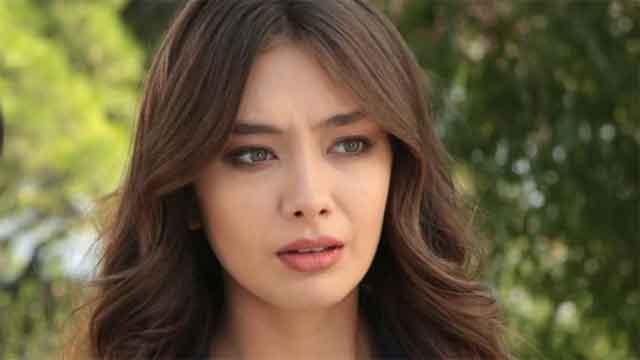 """Убавата Нихан од """"Карасевда"""" живее во луксузна куќа од милион евра – погледнете го раскошниот дом на турската актерка"""