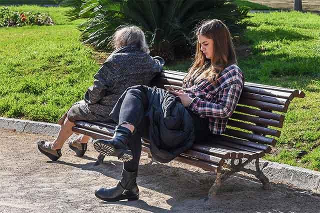 Жени од Македонија одат во Германија да чуваат стари лица – еве колку заработуваат