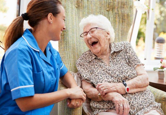 Жена (90) го победи коронавирусот и сега на сите им советува: За да се излечите ова е најважно