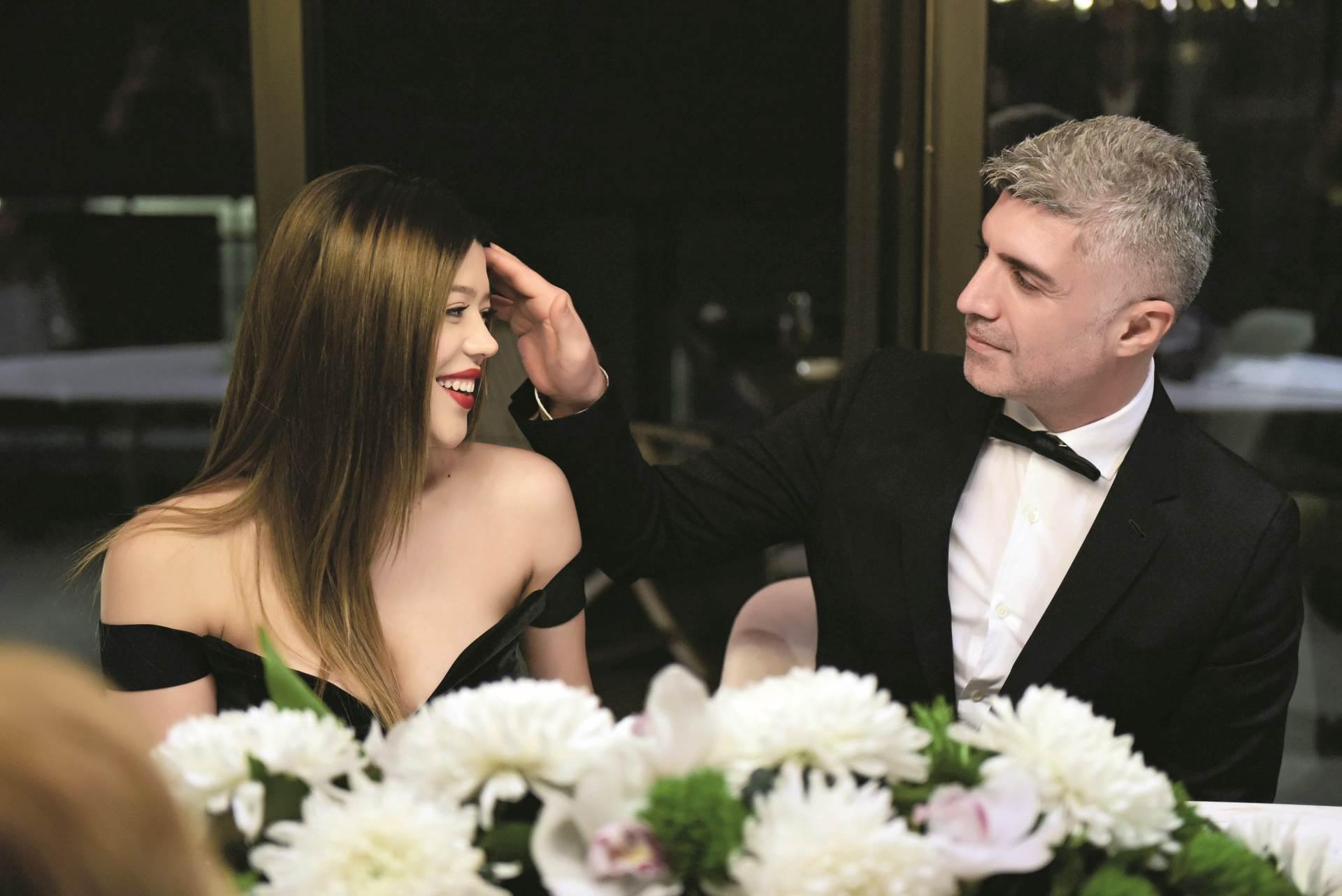 Повторно заедно: Турскиот заводник позираше со својата поранешна сопруга