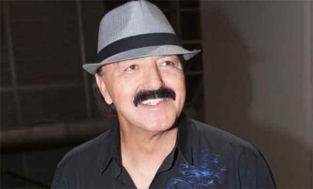 Пејачот Харис Џиновиќ без шешир и во потполно несекојдневно издание – фотографија што сите ќе ја погледнат минимум два пати!