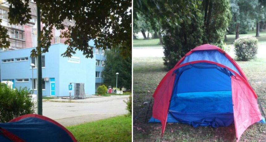 """Балканот на нозе: Очаен татко постави шатор пред болницата во која се лекува неговиот син """" Детето ми се јавува преку токи- воки и плаче, а мене не ме пуштаат внатре"""""""