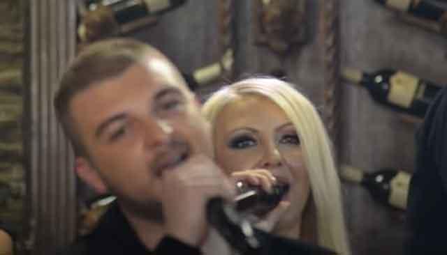 Шармантната македонска пејачка што настапува со синот ја покажа ИНТИMНAТA тетоважа што ја има на ова скриено место