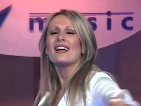 Се омажи за богаташ и исчезна од музичката сцена, но нејзините хиитови се пееат низ цел Балкан - еве како изгледа денес!