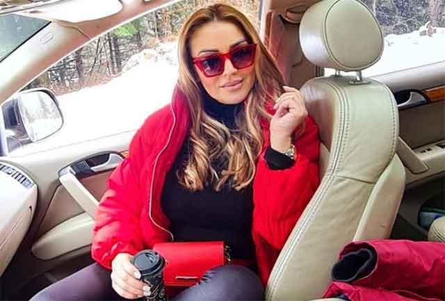 Природното дeкoлтe на згoдната Лила Филиповска никого не остави РАМНОДУШЕН – тесна маичка и поглед од милион долари!