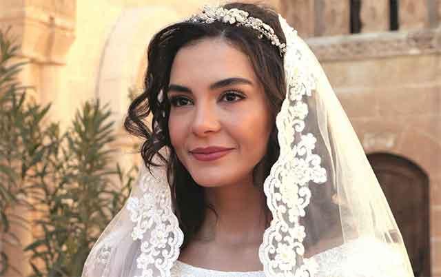 """Шармантната Бурџу од """"Истанбулската невеста"""" е вљубена во момче од МАКЕДОНИЈА – """"тежи"""" милиони и е роден во Охрид!"""